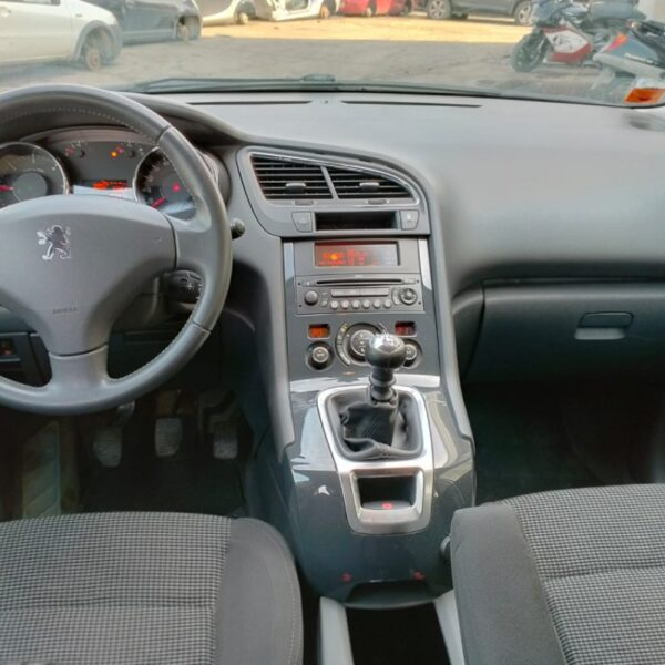 Paraurti anteriore Peugeot 5008 2010