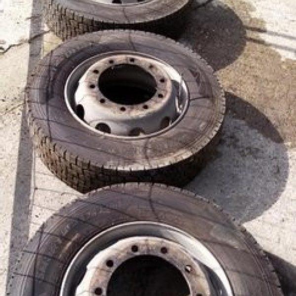 Cerchi Completi di Gomme 275/70 R22.5 DOT19