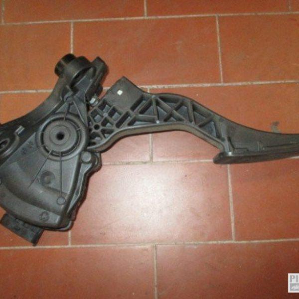 Hyundai I30 pedale acceleratore 1.6 D anno 2012
